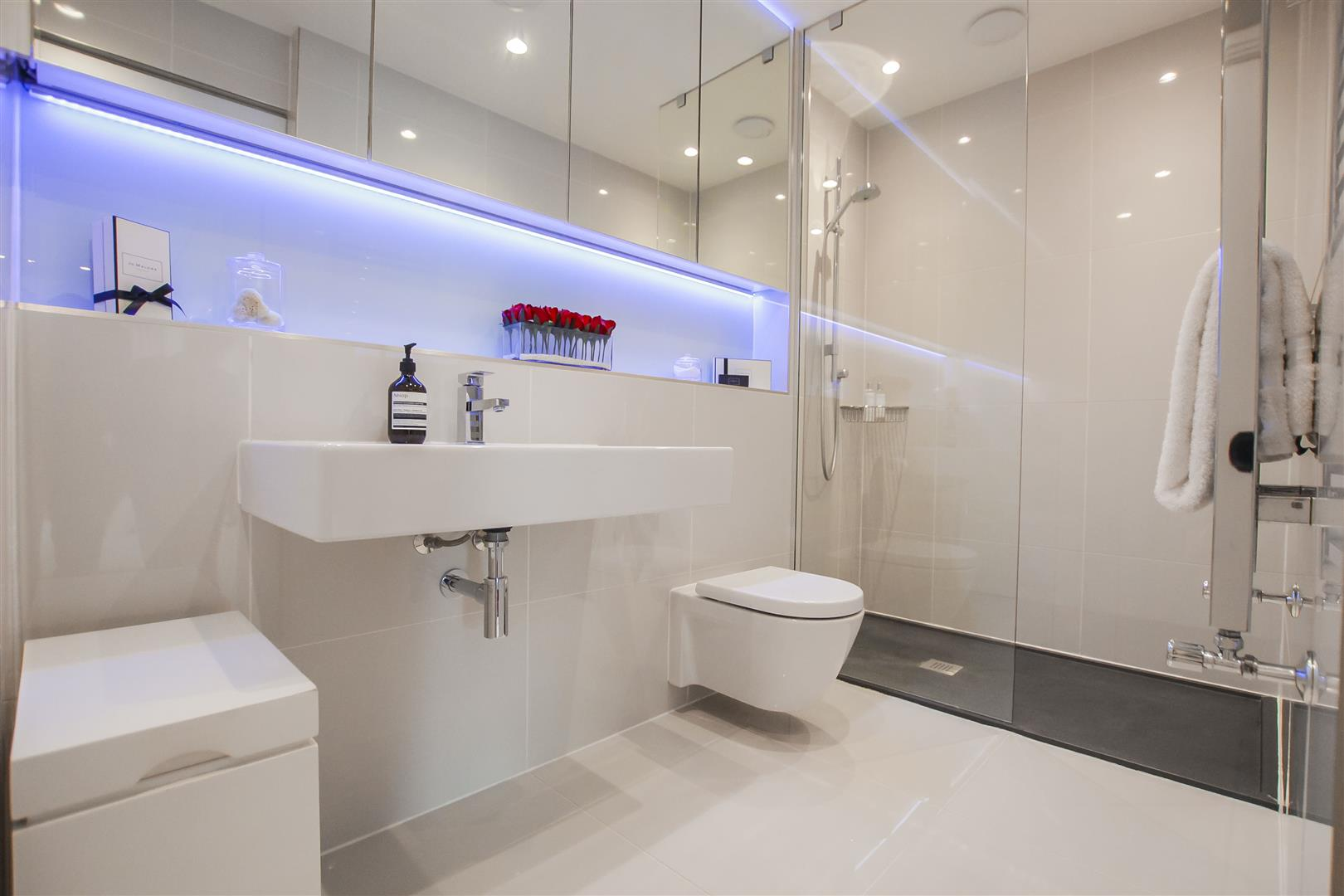 2 Bedroom Apartment For Sale - Image 7